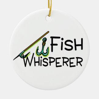 Whisperer de los pescados adorno redondo de cerámica
