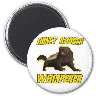 Whisperer del tejón de miel imán redondo 5 cm