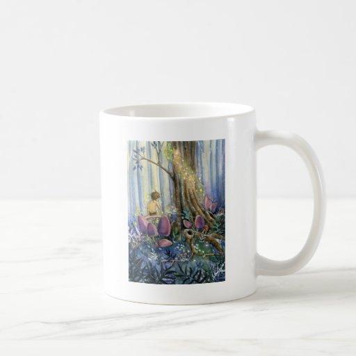 Whisperings del bosque taza de café