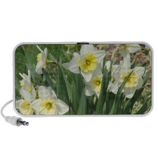 White Daffodils Travel Speaker