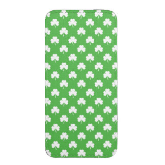 White Heart-Shaped Clover on Green St. Patrick's iPhone 5 Pouch