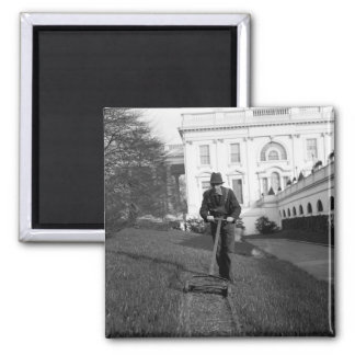 White House, green lawn, 1930s Magnet