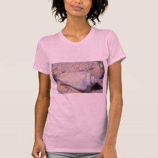 White hump-back conch (Strombus gibberculus albus) T-shirt