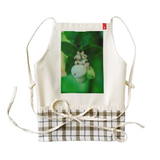 White round plant fruits macro zazzle HEART apron