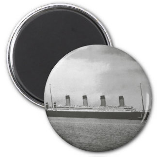 White Star Line - Titanic - Sailing on its Voyage 2 Inch Round Magnet