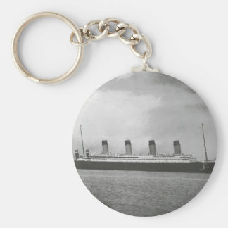 White Star Line - Titanic - Sailing on its Voyage Keychain