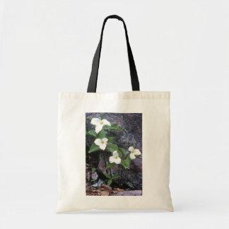 white Trillium flowers Budget Tote Bag