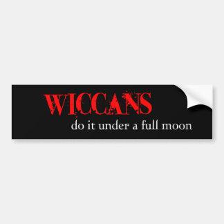 Wiccans lo hace debajo de una Luna Llena Pegatina De Parachoque