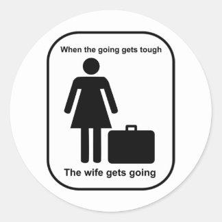 wife_gets_going_Black Pegatina Redonda