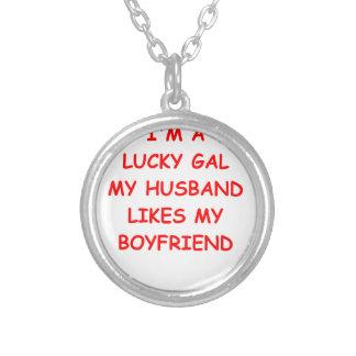 wife round pendant necklace
