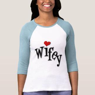 Wifey con el corazón rojo enrrollado playera