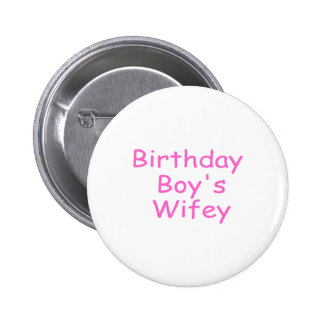 Wifey del muchacho del cumpleaños pin redondo 5 cm