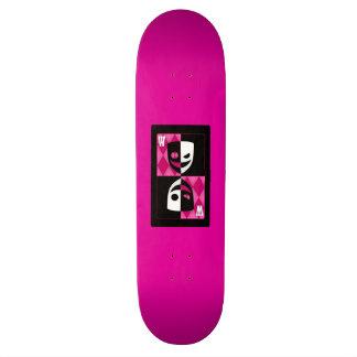 Wilcard rosado hace frente a la cubierta del skateboards