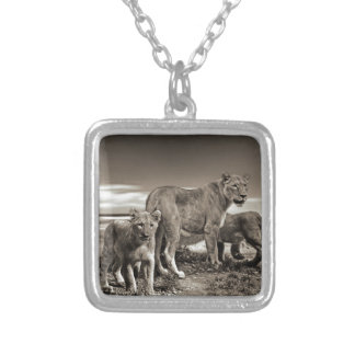 WILD ANIMALS LIONS CUBS LIONESS BEAUTY NATURE PHOT SILVER PLATED NECKLACE