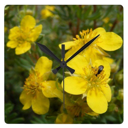Wildflowers amarillos reloj cuadrado