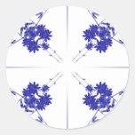 Wildflowers azules y blancos en 4 encima de modelo pegatina redonda
