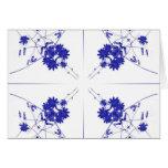 Wildflowers azules y blancos en 4 encima de modelo felicitación
