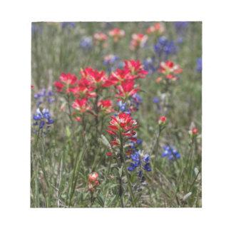 Wildflowers de la brocha india y del Bluebonnet de Bloc De Notas