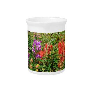 Wildflowers de la montaña rocosa jarras de beber