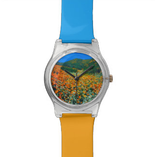 Wildflowers de las amapolas y de las palomitas de relojes de pulsera