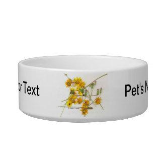 Wildflowers dispersados en amarillo y blanco comedero para mascota