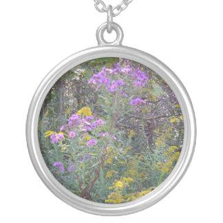 Wildflowers en un colgante de la astilla