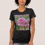 Wildflowers por el mar camisetas