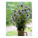 Wildflowers que piensan en usted tarjeta postal