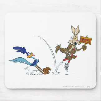 Wile E Coyote and ROAD RUNNER™ Acme Products 7 Mouse Pad