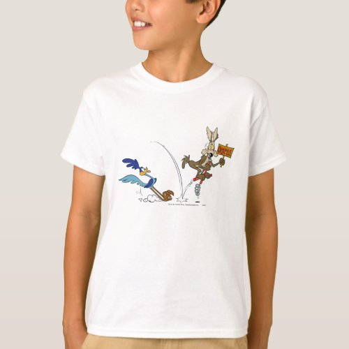 Wile E Coyote and ROAD RUNNERâ Acme Products 7 T_Shirt