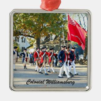 Williamsburg colonial adorno cuadrado plateado
