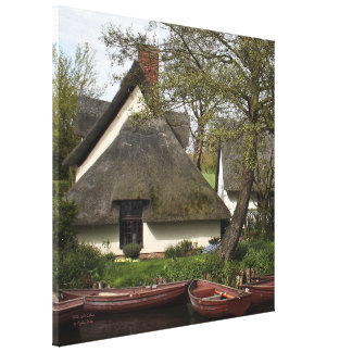 Willy Lott's Picturesque Thatched Cottage Canvas Print