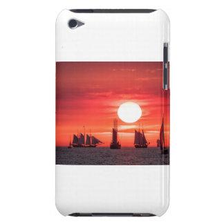 Windjammer en luz de la puesta del sol en el mar cubierta para iPod de barely there