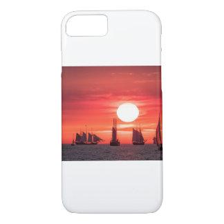 Windjammer en luz de la puesta del sol en el mar funda iPhone 7