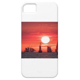 Windjammer en luz de la puesta del sol en el mar funda para iPhone SE/5/5s