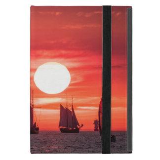 Windjammer en luz de la puesta del sol en el mar iPad mini cobertura
