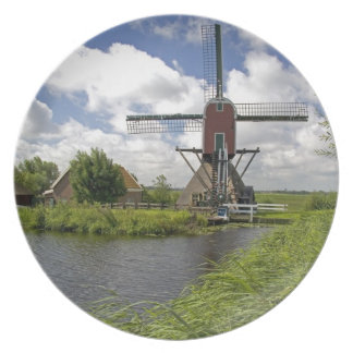 Windmill along a canal east of Leiden in the Dinner Plate