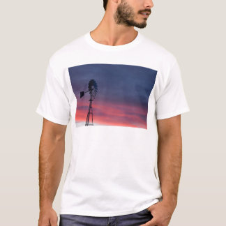 WINDMILL & PINK SUNSET RURAL QUEENSLAND AUSTRALIA T-Shirt
