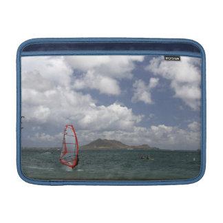 Windsurf en manga del carrito de Hawaii Funda Para Macbook Air