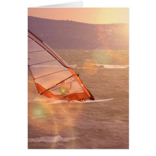 Windsurf la tarjeta de felicitación del diseño