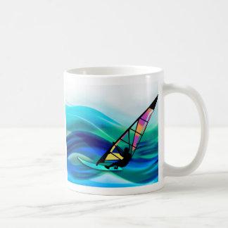 Windsurfer del tecnicolor taza clásica