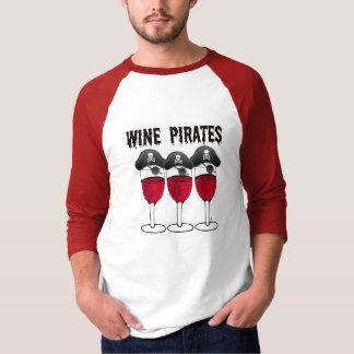 WINE PIRATES RED WINE GLASSES AND PIRATE PRINT T-Shirt