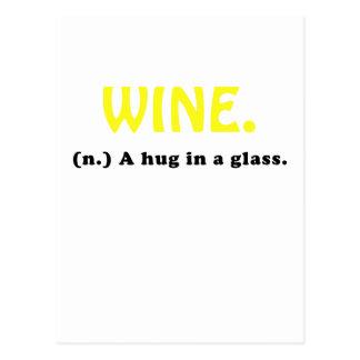 Wine un abrazo en un vidrio postales