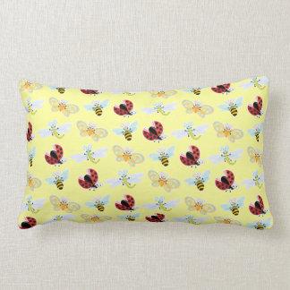 Wing-Nutz™_Fluttering Buddies_pattern_lemon Cojín