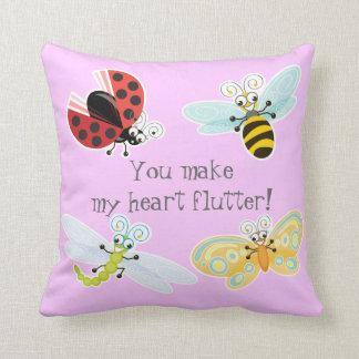 Wing-Nutz™_Fluttering Buddies_sweet y diversión Cojín