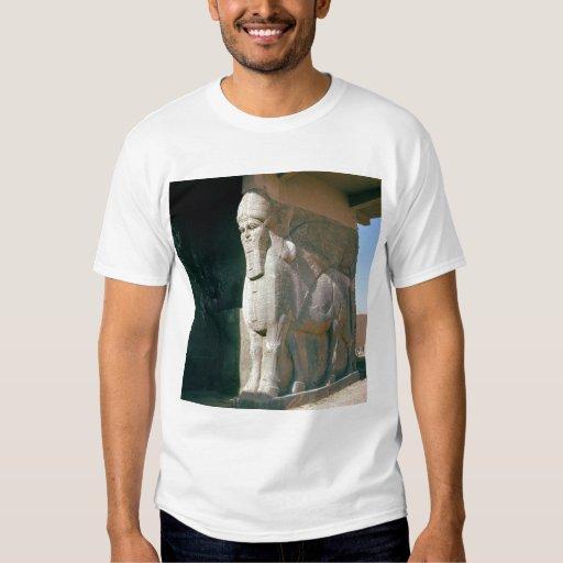 Winged humano-dirigió el toro, período Neo-Asirio Camisas