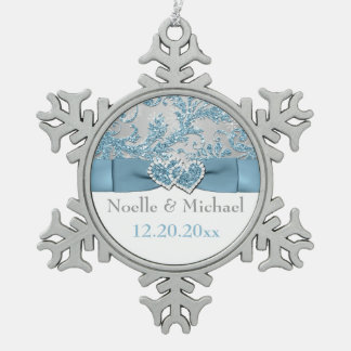 Winter Wonderland, Joined Hearts Ornament