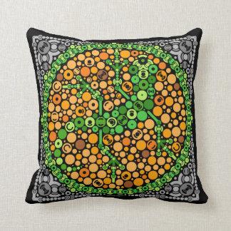 Wireless Gecko, Color Perception Test, Black Throw Pillow