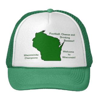 Wisconsinite defiende fútbol, el queso y la gorros bordados