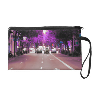 With the crystal with which it is watched wristlet